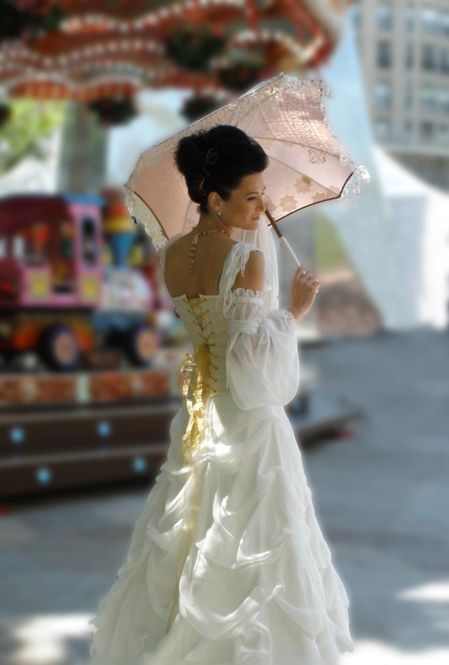Sombrilla de novia creada por SOLBRILLAS